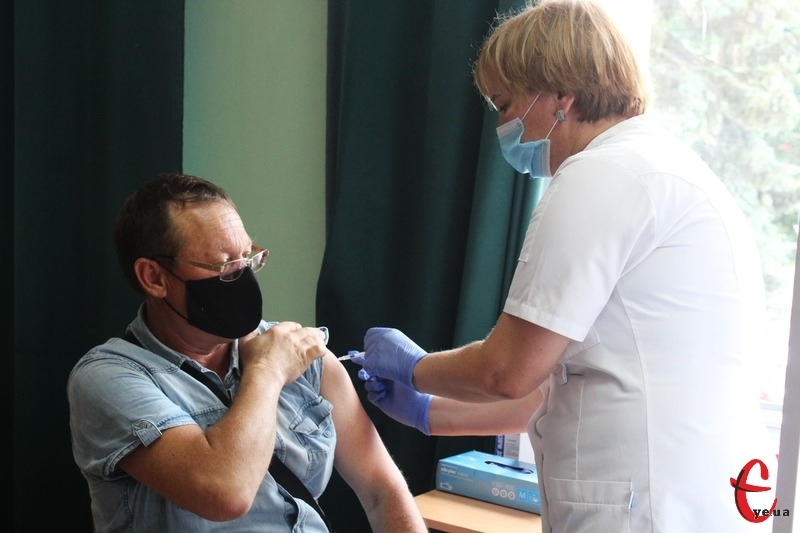 Саме вакцинація допомогла людству залишити у минулому епідемії натуральної віспи, які у XX столітті забрали приблизно 300 мільйонів життів