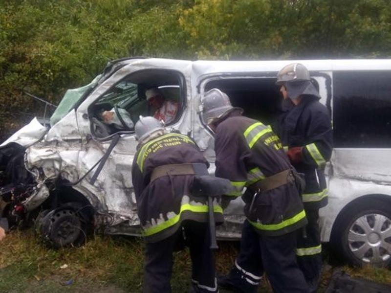 через аварію в Кам'янець-Подільському районі, четверо людей опинилися в лікарні