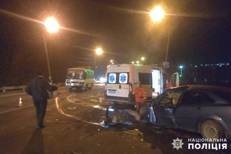 В мікрорайоні Ружична автомобіль зіткнувся з автобусом