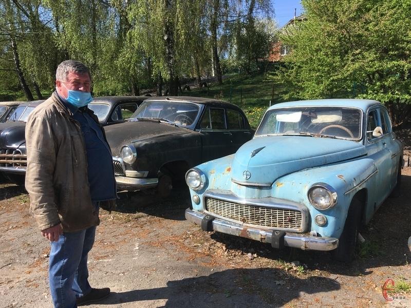 Частина автомобілів чекає на реставрацію