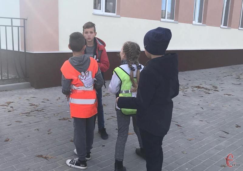 Вулицями міста ходили діти зі спеціальними скриньками для збору коштів на лікування Мар'яна Коберського.