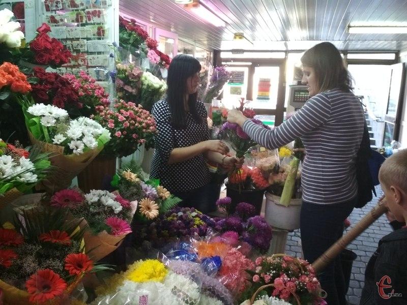 Сьогодні у підземці купують квіти переважна в честь завтрашнього Дня знань