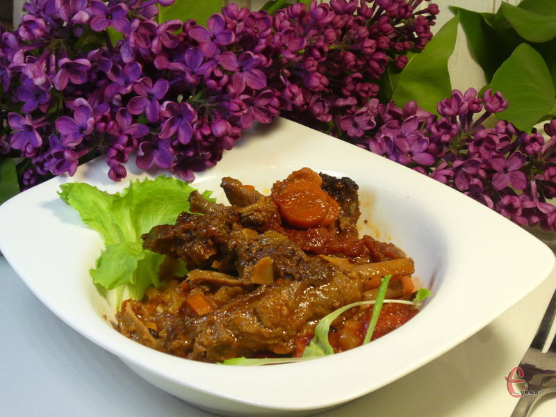 Ніжне, соковите та ароматне м'ясо у неймовірно смачному томатному соусі.