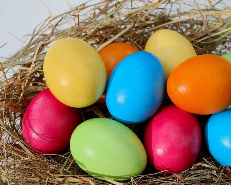 Деякі способи фарбування великодніх яєць досить небезпечні.