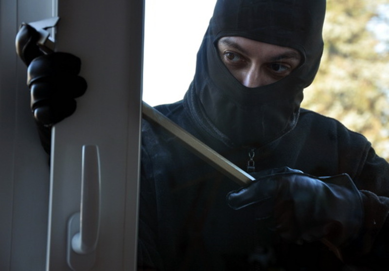 Крадій проник у приміщення через вікно