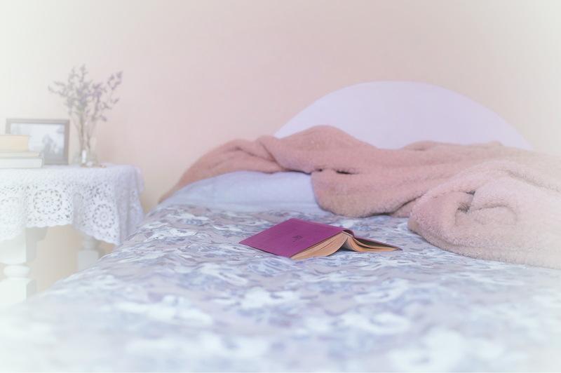 Людина може довго засинати від перевтоми. Ось чому не рекомендуються активні ігри з дитиною у пізню пору доби – емоційне та фізичне перезбудження погіршують сон