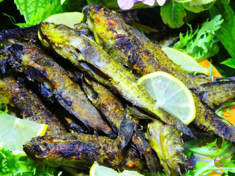 Недорога апетитна рибка з хрусткою скоринкою. Вона хоч і маленька, але дуже смачна!