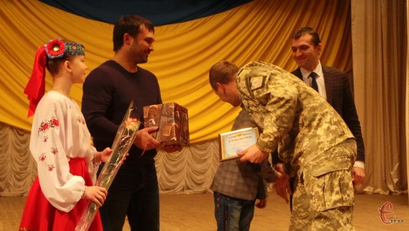 Військових і волонтерів привітали зі святом