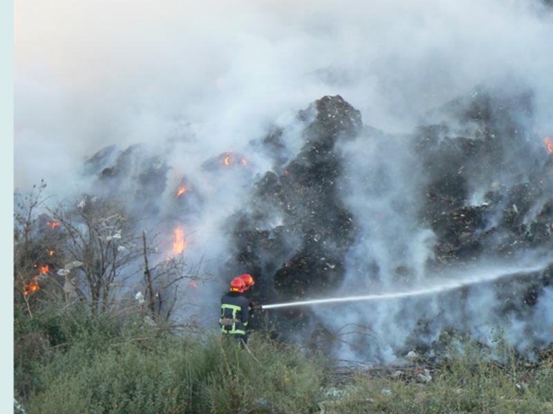 Повідомили про пожежу  працівники комунального підприємства «Спецкомунтранс»