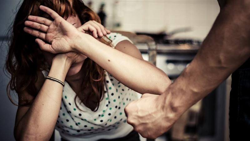 Жінка зізналася, що чоловік вже не вперше піднімає на неї руку і постійно тисне психологічно