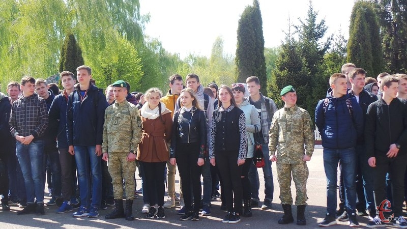 Військово-патріотичному вихованню навчатимуть і хлопців, і дівчат
