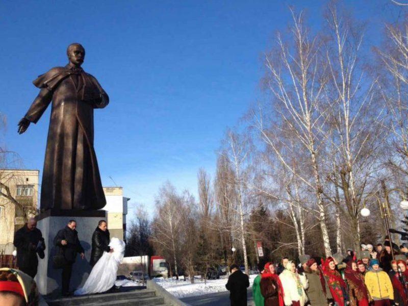 Обряд освячення пам'ятника провели представники релігійних конфесій міста