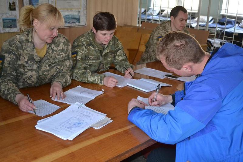 Із збірного пункту Хмельницького обласного військового комісаріату на строкову військову службу відправлено перших 98 призовників