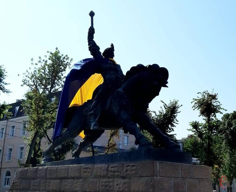 Хмельницький має п'ять пам'ятників гетьманові