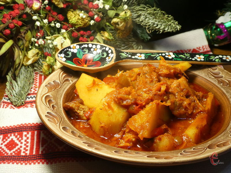Національний угорський суп-гуляш, який дуже популярний у Західній Україні.