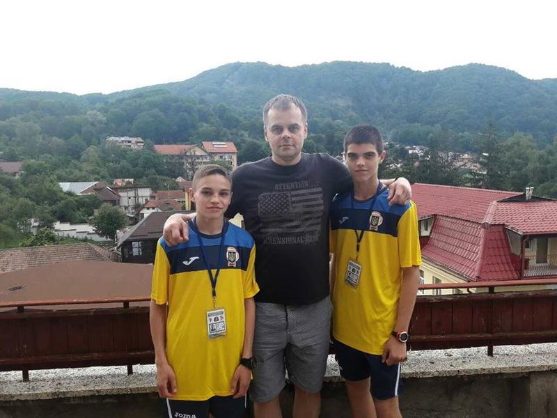 Віктор Бойко (ліворуч) та Іван Борейко виступлять у Румунії під керівництвом Андрія Чумакова (в центрі)