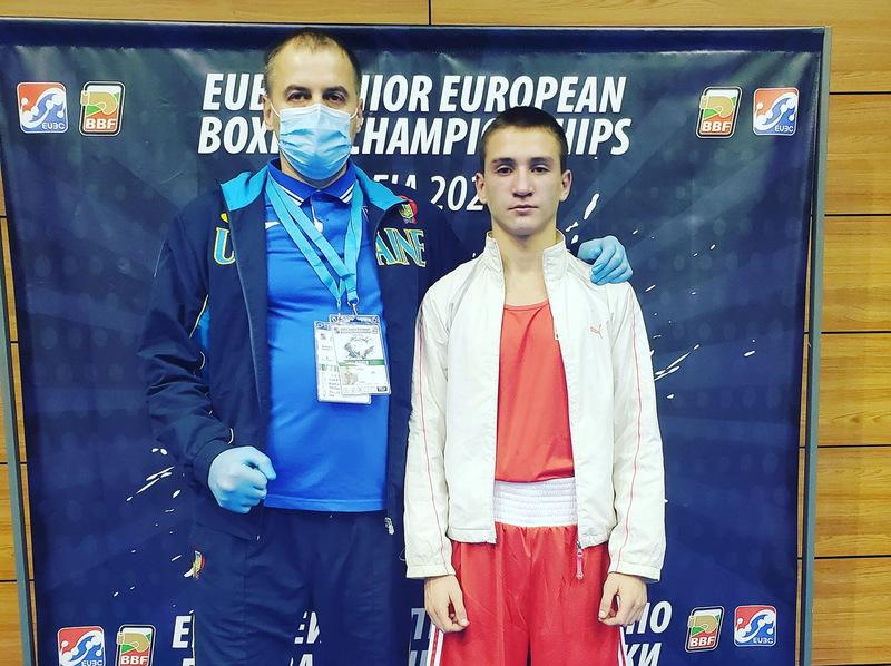 Віталій Грабовський (праворуч) із президентом Федерації боксу Хмельницької області Андрієм Чумаковим