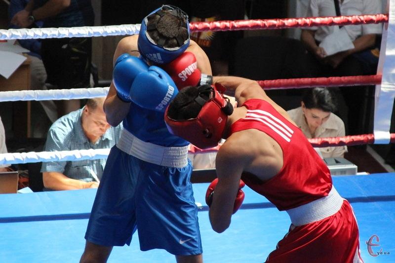 На молодіжному чемпіонаті України Хмельниччину представляли три боксери