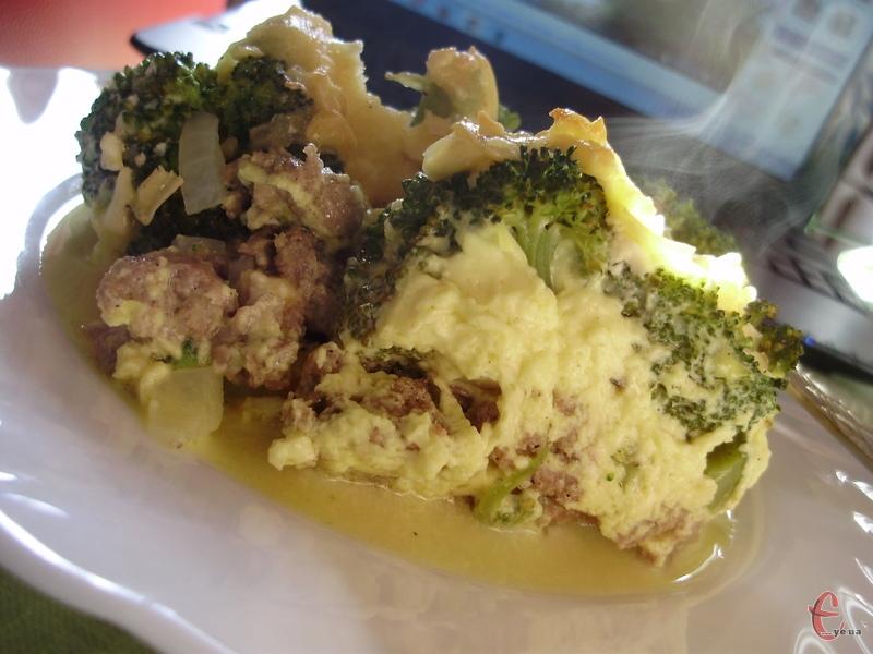 Навіть, якщо ви не любите броколі, ви неодмінно зміните своє ставлення до цього корисного овочу, коли приготуєте просту й неймовірно смачну а-ля запіканку.