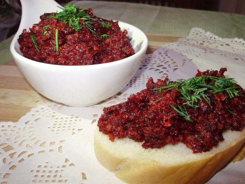 Подавати «ікру» з зеленню на тостах. Або ж як салат до будь-якого гарніру чи страв із м'яса й риби.