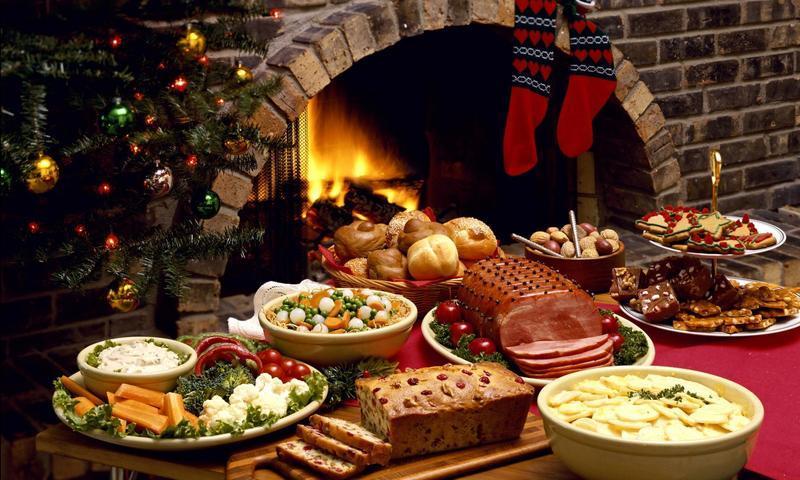 Вносячи до новорічного меню гарячі страви, пам'ятайте, що до них доберуться далеко не всі гості.