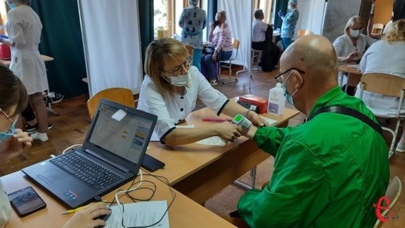 Загалом в області впродовж 12 червня вакцинували понад півтори тисячі людей