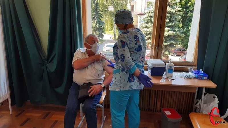 Наразі на Хмельниччині діє 4 центри масової вакцинації