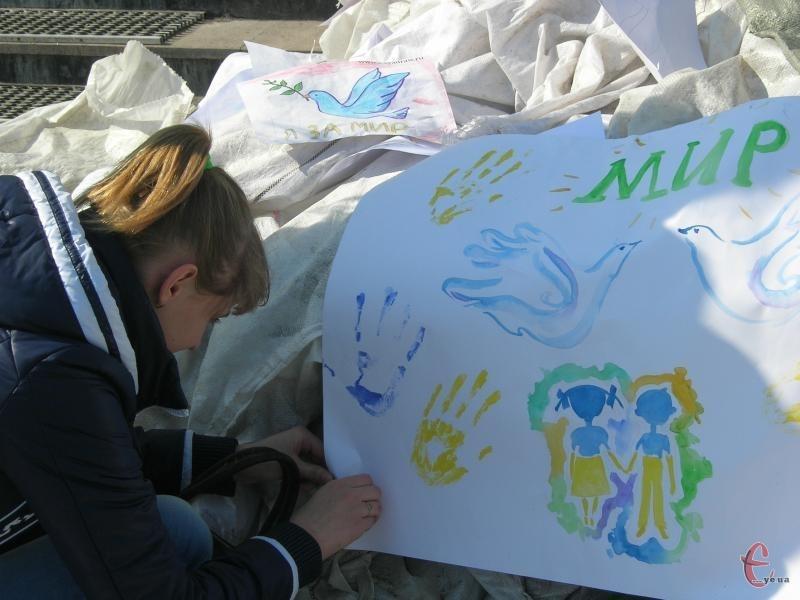 Хмельницькі учні вийшли на Майдан за мир у 2014-му