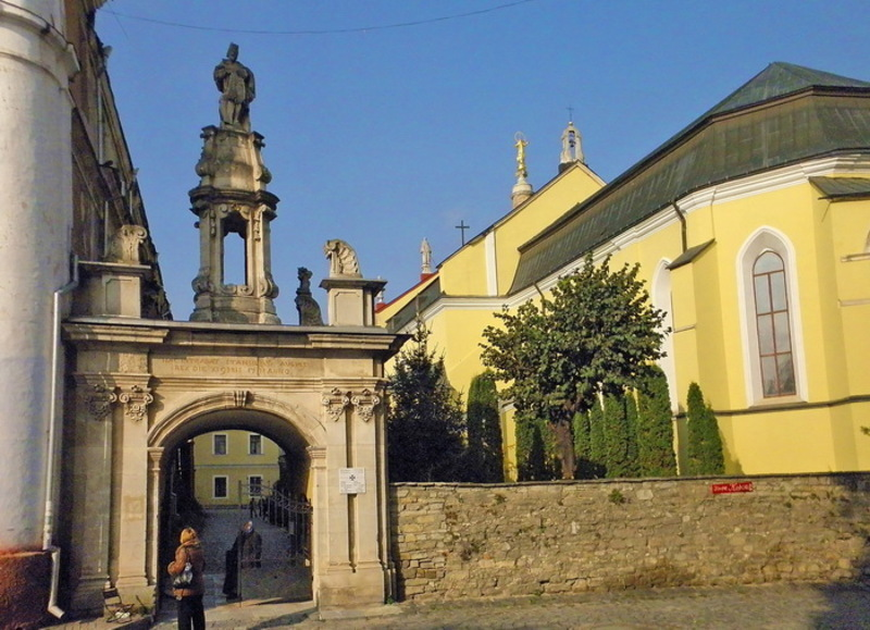 Напис на цій арці свідчить: «Тут проходив король Станіслав Август 11 листопада 1781 року»