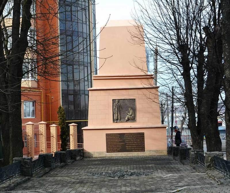 У Хмельницькому встановлений єдиний в Україні меморіал пам'яті жертв погрому 1919 року. Його встановлено в 1925 році на місці братської могили