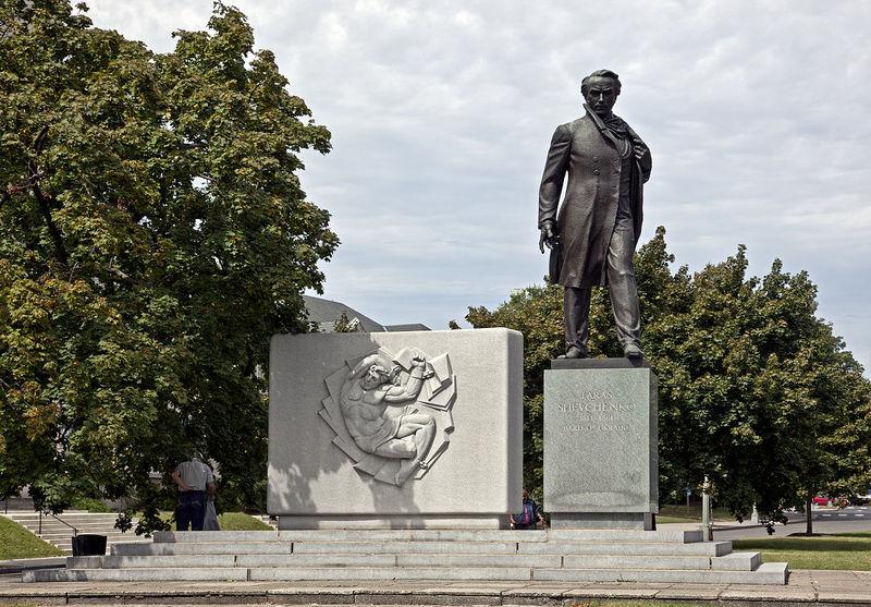 Однією з найважливіших робіт Лео Мола вважається Меморіал Тарасові Шевченку у Вашингтоні