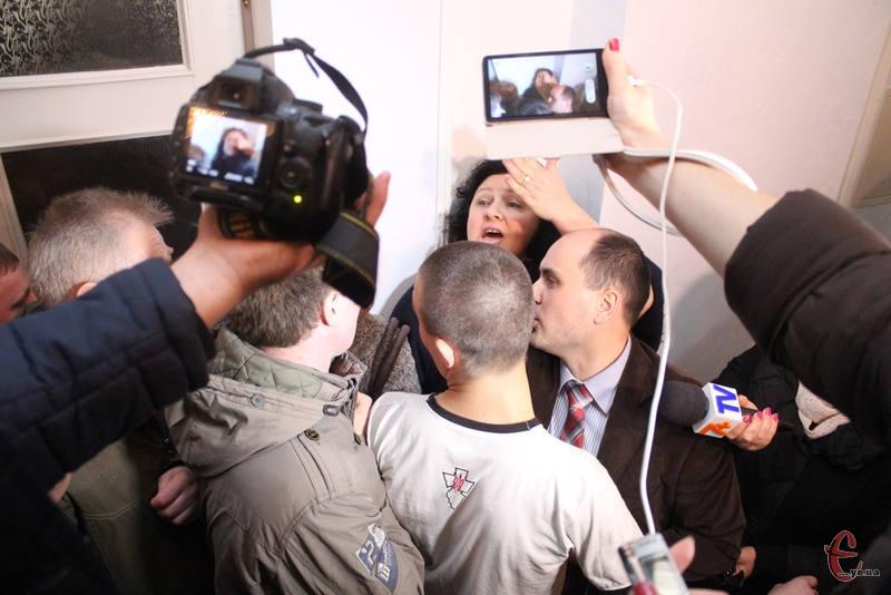 У 2014 році 16 квітня хмельницька Рада Майдану намагалася люструвати чиновників