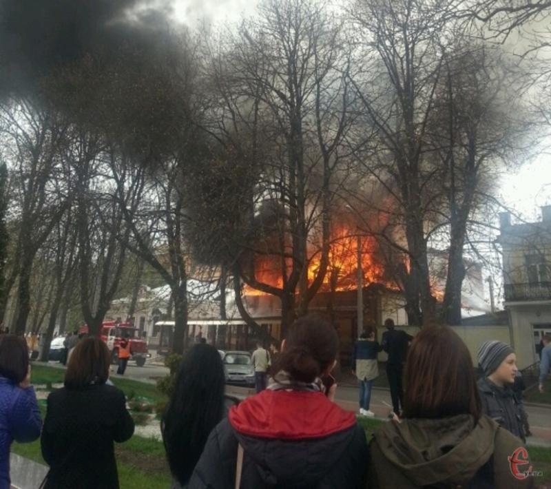 Цього дня у 2015 році у центрі Хмельницького горіла «Цукерня»