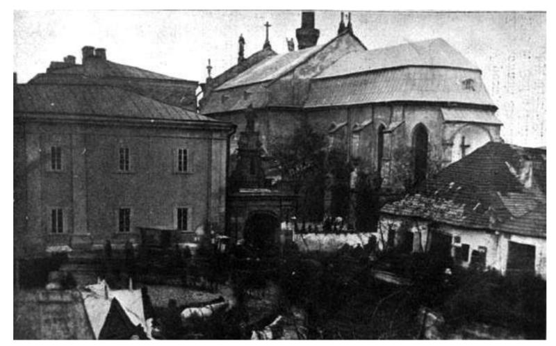 Друкарня, Кам'янець-Подільський. Зліва від Тріумфальної арки