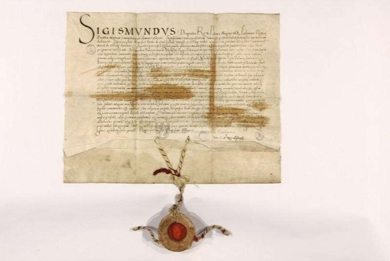 На фото копія документу Зиґмунта І де вперше згадується місто Заслав