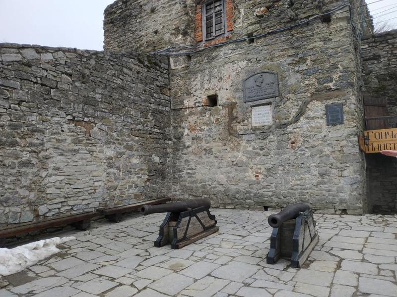 Папська вежа у Кам'янці-Подільському де був тричі ув'язнений Устим Кармалюк