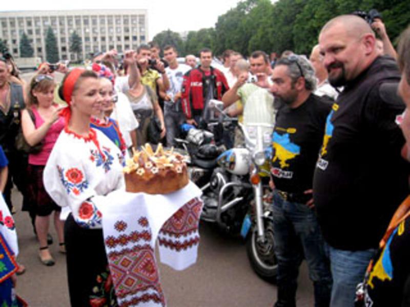 У 2011 році 19 липня в Хмельницький завітали учасники всеукраїнського мотопробігу «БайКрай-2011»