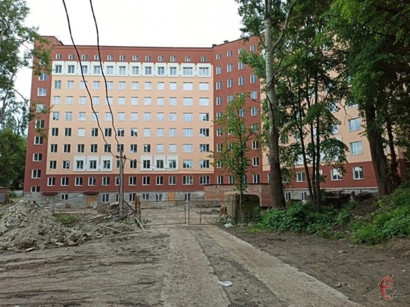 У Хмельницькому продовжують будувати новий восьмиповерховий корпус обласної дитячої лікарні, який почали зводити два роки тому