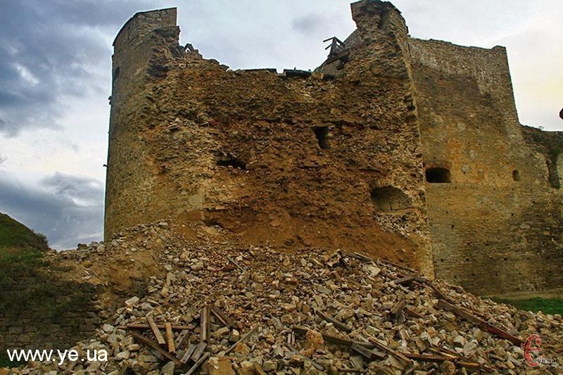 У 2011 році 1 серпня в Старій фортеці, що у Камянці-Подільському, завалилась вежа 16 століття