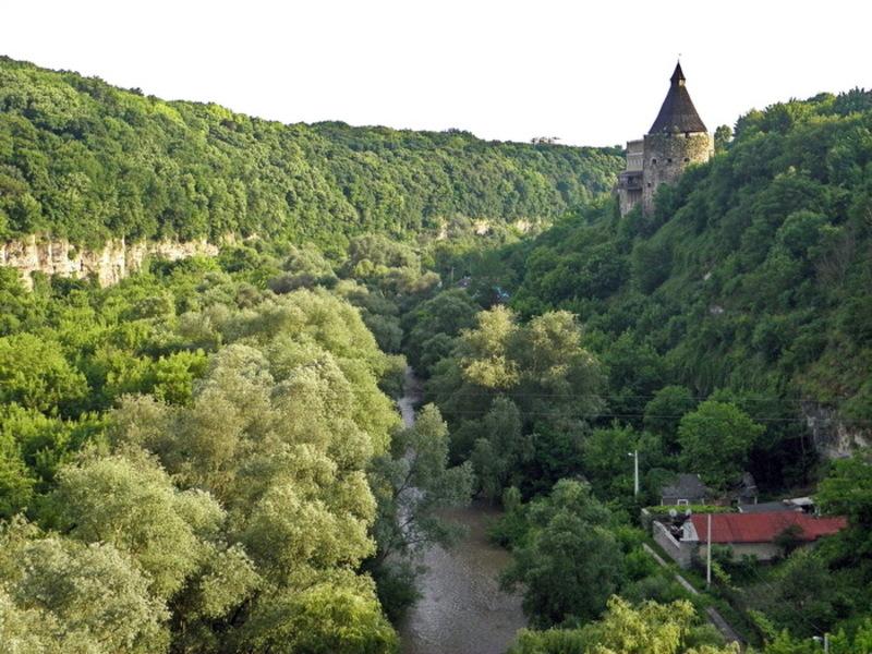 21 березня 1984 року відрізку каньйону річки Смотрич у межах Кам'янця-Подільського надано статус пам'ятки природи загальнодержавного значення