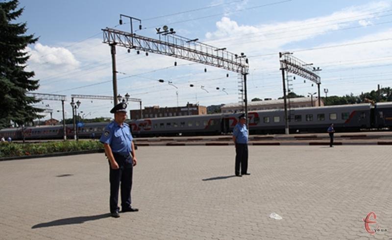 21 липня 2014 року у Хмельницькому на залізничному вокзалі шукали вибухівку