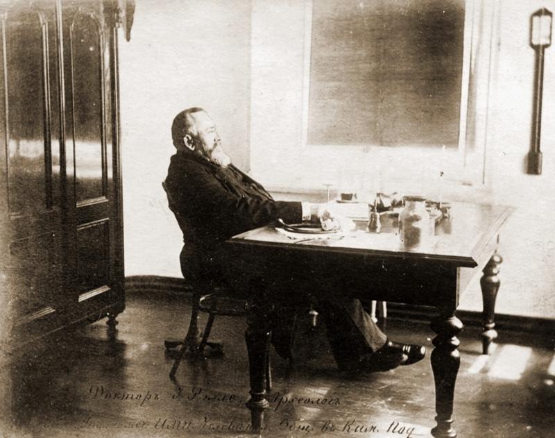 Юзеф Ролле у своєму кабінеті