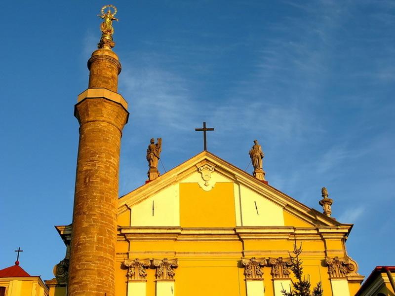 Статуя Богородиці у Кам'янці-Подільському на мінареті при Кафедральному костелі