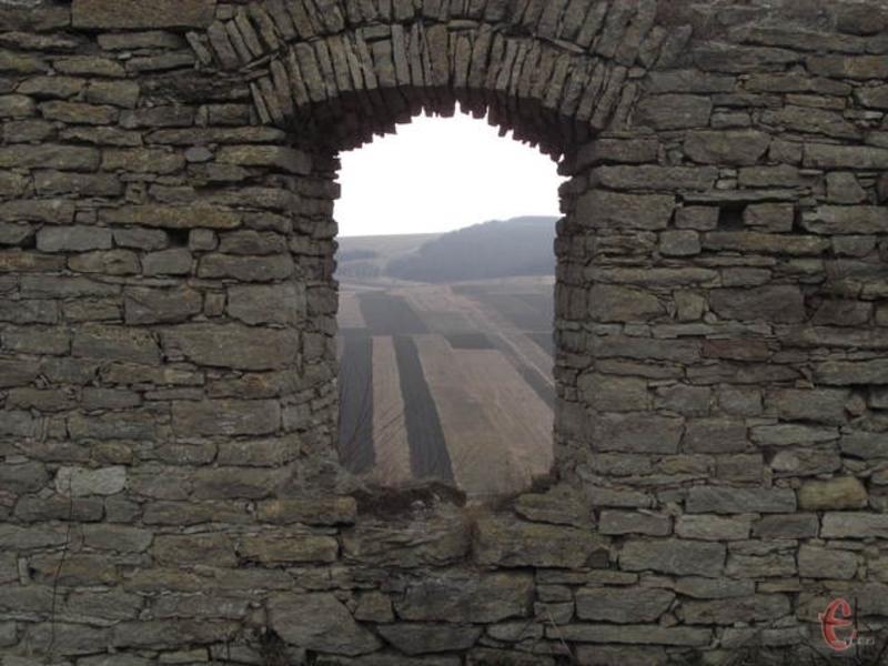 Руїни Сатанівського замку які захщали місто від турецько-татарських набігів