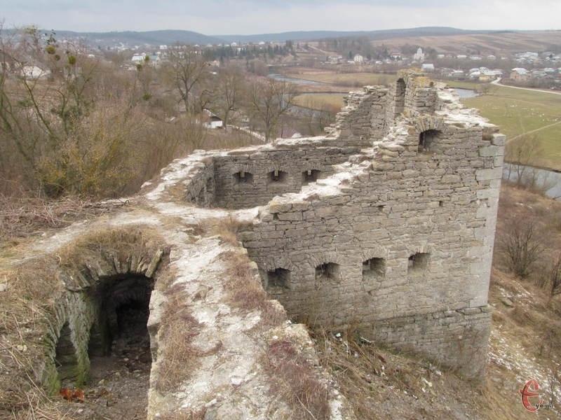 Руїни Сатанівського замку, які захищали місто від турецько-татарських набігів