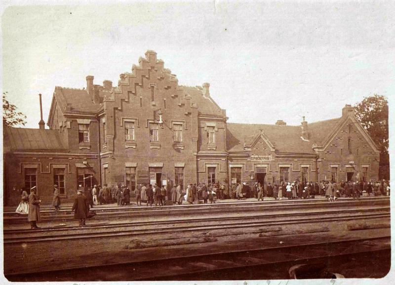 Одним із найбільших проектів початку 20 століття на території Поділля та Південно-Східної Волині стало будівництво Подільської залізниці