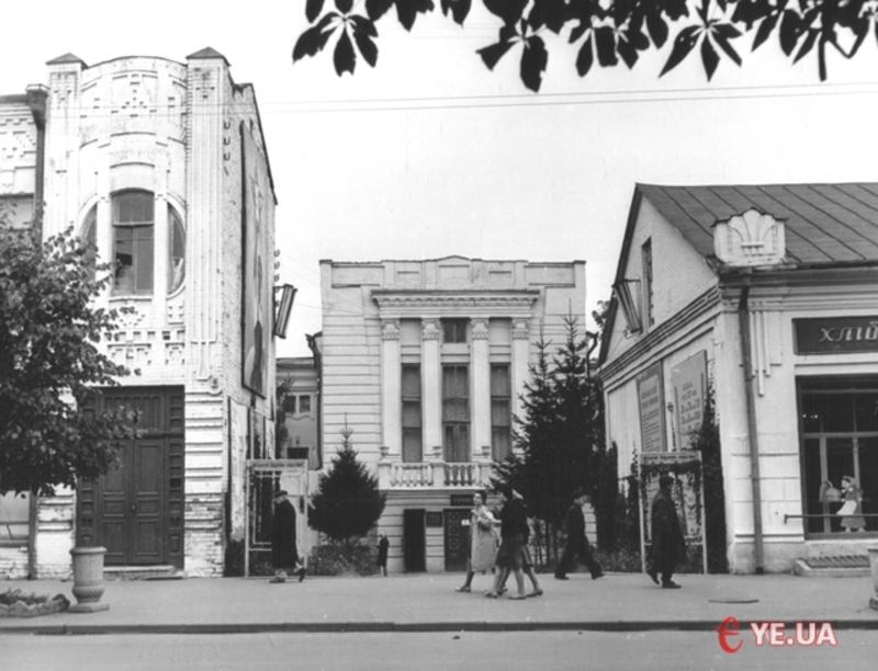 24 серпня 1920 року в Проскурові був націоналізований перший приватний театр міста