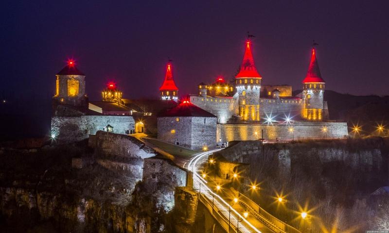 26 січня 1998 року  затвердили Програму впорядкування Державного історико-архітектурного заповідника в Кам'янці-Подільському