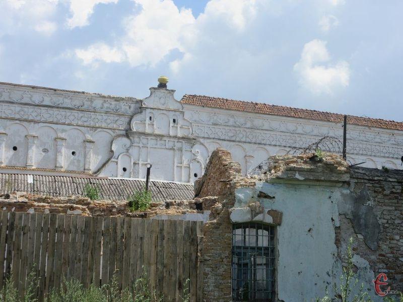 26 жовтня 1925 року начальник Шепетівського арештантського будинку відправив телеграму до НКВС УСРР про влаштування в\'язниці в Ізяславському бернардинському монастирі