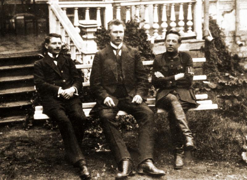 Члени Директорії УНР Федір Швець, Андрій Макаренко та Симон Петлюра у Кам'янці-Подільському (липень 1919 року)